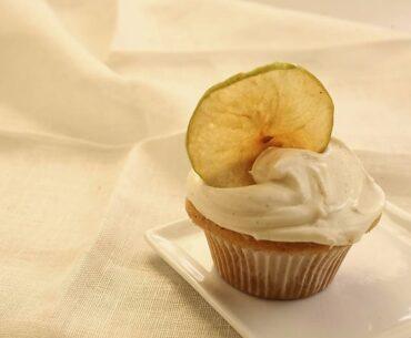 apple cupcakes with vanilla cinnamon frosting
