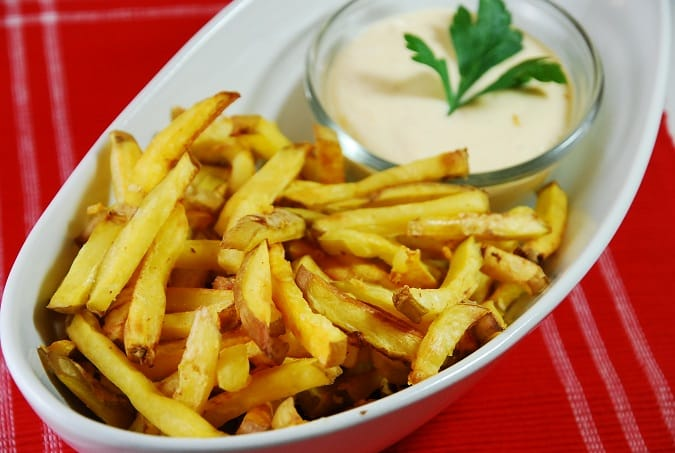 baked fries with garlic cheese sauce