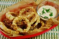 baked onion rings with creamy chipotle dipping sauce