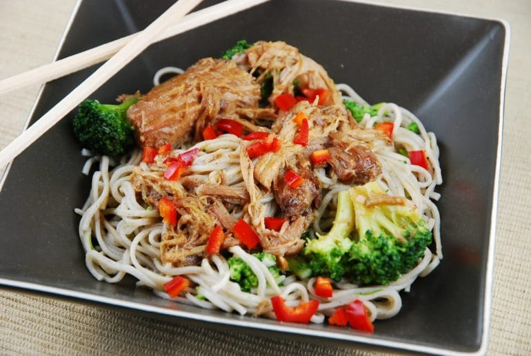 slow cooker asian chicken with noodles and broccoli