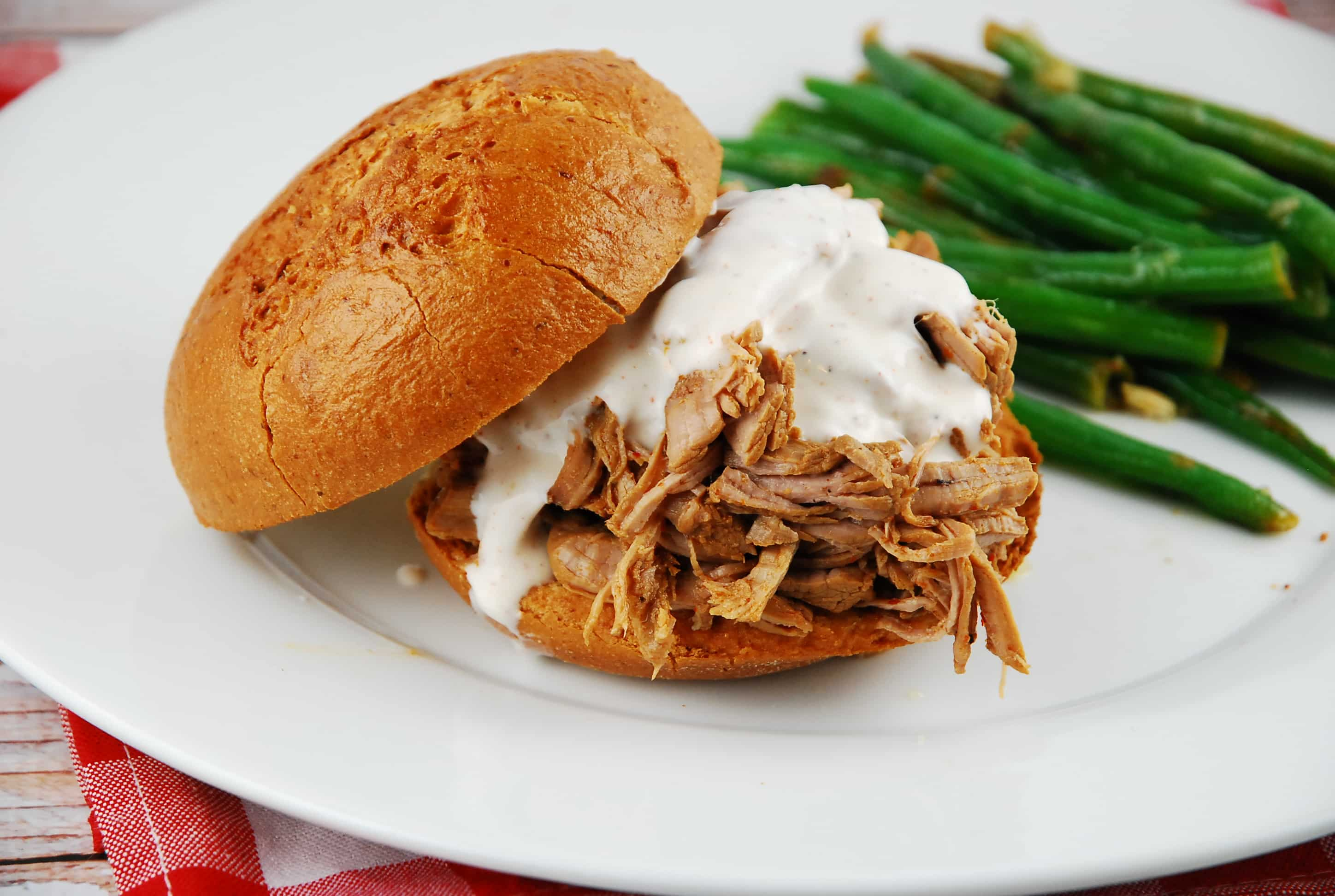 Pulled Pork Sandwich with White BBQ Sauce - 9 Points + - LaaLoosh