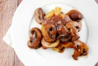 chicken and mushrooms with red wine sauce