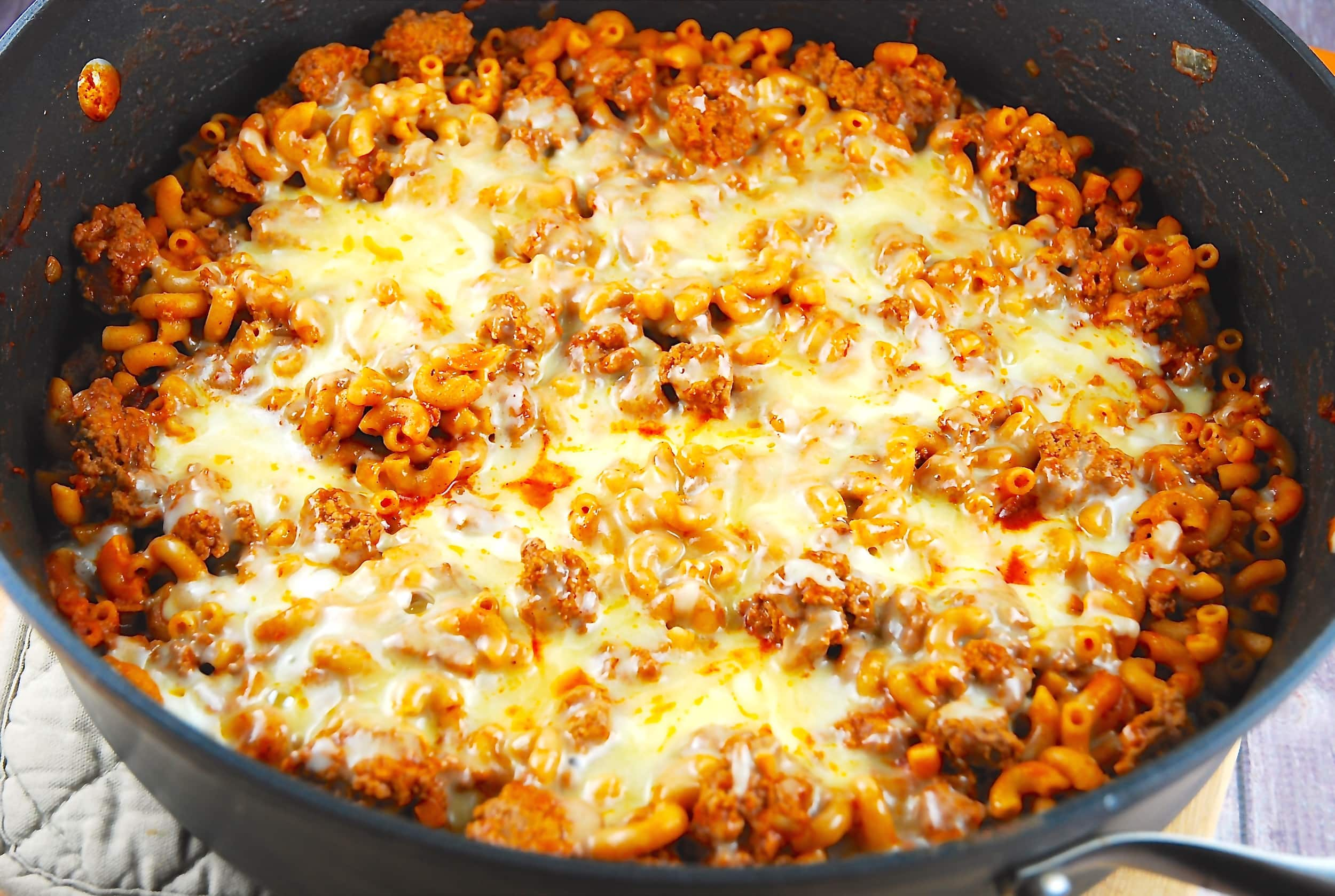One Pan Cheesy Chili Mac Recipe - 9 Points - LaaLoosh