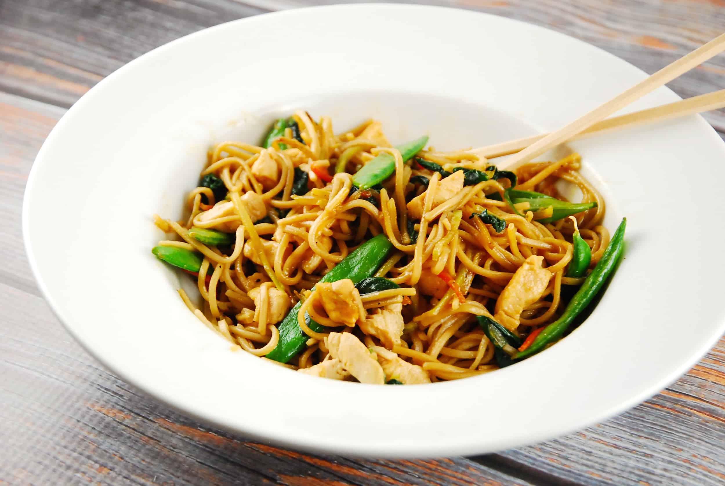 Easy Chicken Lo Mein Recipe - 7 Smart Points - LaaLoosh