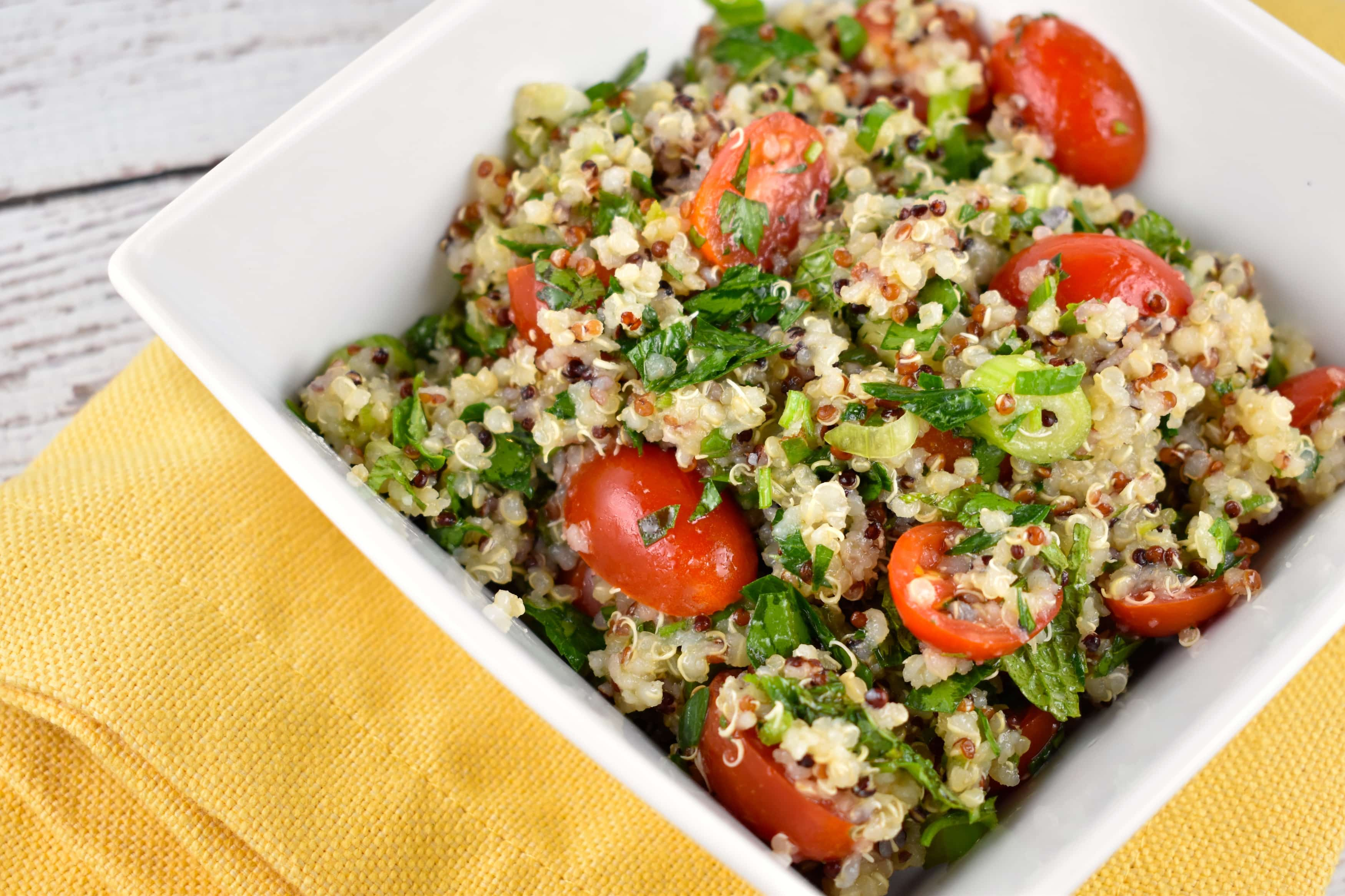 Quinoa Tabbouleh Salad Recipe - 4 Points - LaaLoosh